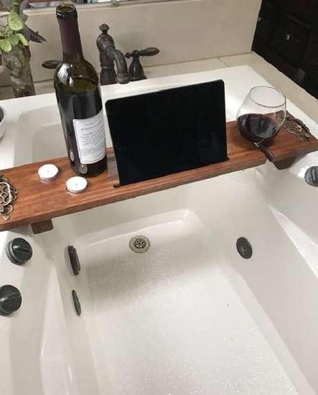 8. Modelo de bandeja para banheira feita em madeira. Fonte: Pinterest