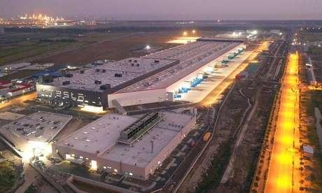 Gigafábrica da Tesla na China: a qual demanda a fábrica sonhada por Bolsonaro atenderia que esta já não dá conta?