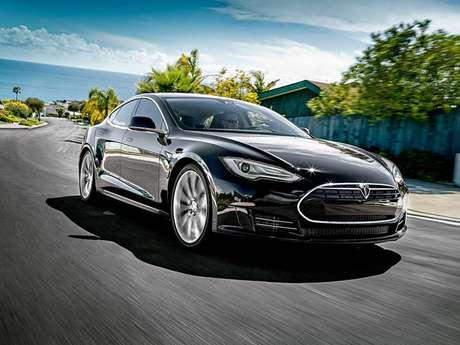Model S: veio sem proteção física para as baterias, deixando-as expostas a perfurações.