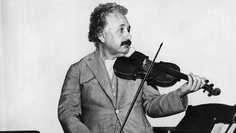 Albert Einstein, em 1931; além de físico, ele era um talentoso violinista e pianista