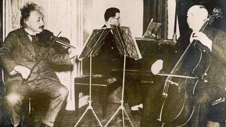Quando 'empacava' em um problema, Einstein se voltava para a música — uma técnica que hoje é validada por neurocientistas