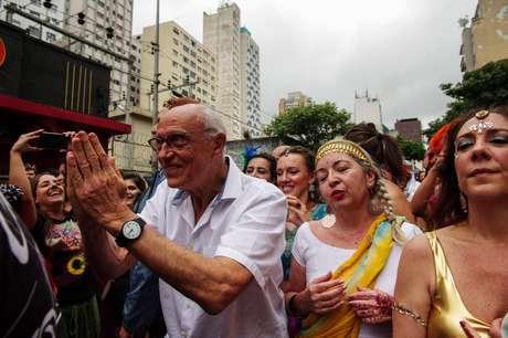 Vereador Eduardo Suplicy participa do bloco Bollywood, em São Paulo.