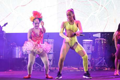 Anitta e bailarina dançaram juntas um dos maiores hits da funkeira 'Vai Malandra'