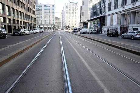 Rua vazia em Milão