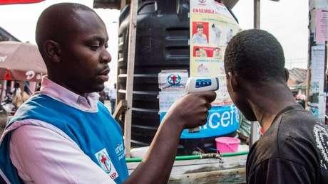 A taxa de mortalidade do Ebola é muito maior que a do coronavírus