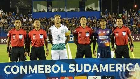 Goiás perdeu para o Sol de América por 1 a 0 no jogo de ida