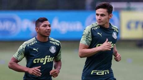 Rony tem conversado bastante com Veiga em seus primeiros dias no Palmeiras (Agência Palmeiras/Divulgação)