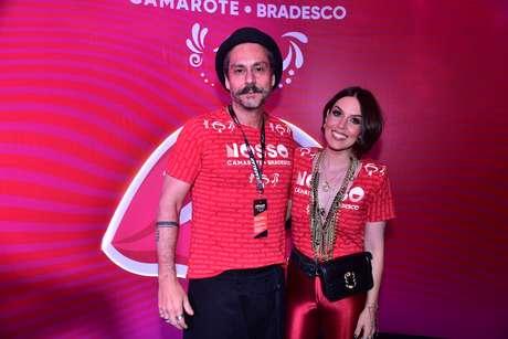 Alexandre Nero e sua esposa no Nosso Camarote Bradesco, na Sapucaí