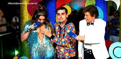 O momento da 'mão boba' de Dudu em Simony durante transmissão na RedeTV!