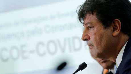 Ministro da Saúde, Luiz Henrique Mandetta, disse que OMS 'já deveria' ter declarado uma pandemia
