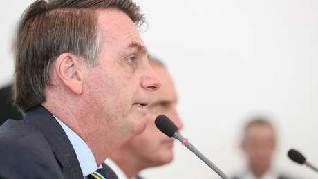 Após repercussão negativa, presidente Bolsonaro disse que mensagens contra o Congresso foram distribuídas a 'dezenas de amigos' e que eram de cunho pessoal