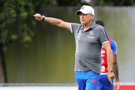 Treinador de 73 anos está pressionado no comando santista (Pedro Ernesto Guerra Azevedo/Santos FC)