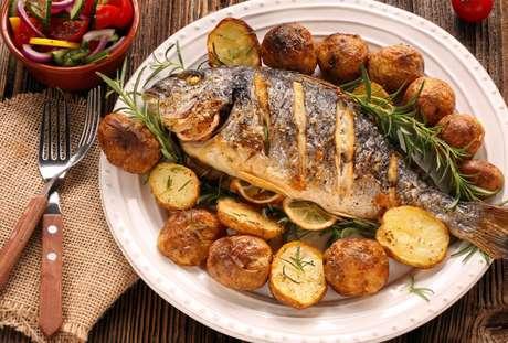 Como fazer peixe assado: veja dicas infalíveis do TudoGostoso