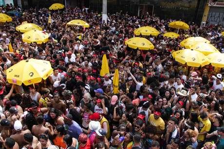 Foliões se divertem com o Bloco da Pabllo na zona norte de São Paulo