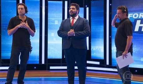 Cena do humorístico 'Fora de Hora', em que o ator Paulo Vieira imita cena de Silvia Abravanel.