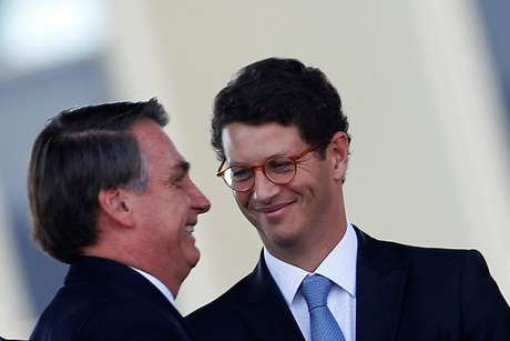 Presidente Jair Bolsonaro e ministro do Meio Ambiente, Ricardo Salles, durante cerimônia em Brasília 23/08/2019 REUTERS/Adriano Machado