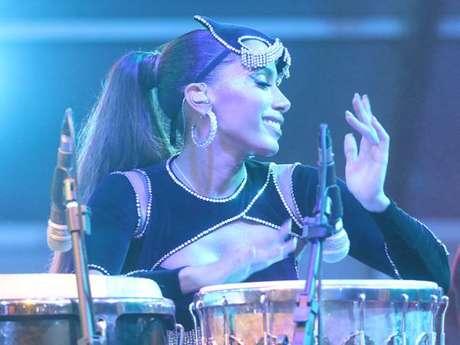 Anitta toca percussão em show e fez apresentação de 1h20
