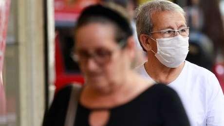 Ministério da Saúde brasileiro diz que ampliação de países usados como critério para diagnóstico levou a aumento súbito das notificações