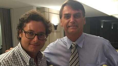Secretário que viajou com Bolsonaro pode ter coronavírus