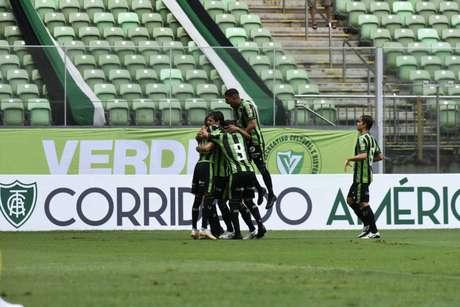Com gols de Ademir e Rodolfo, América bate o Tombense pelo Mineiro (Foto: Divulgação/Mourão Panda)