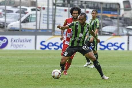 O jogo entre Coelho e Tombense foi muito disputado no Horto, mas saiu vitorioso de campo-(Mourão Panda/América-MG)