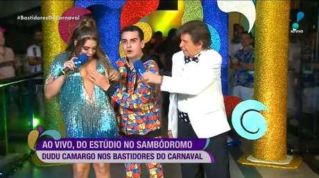 Simony, Dudu Camargo e Nelson Rubens durante cobertura ao vivo da Rede TV do carnaval