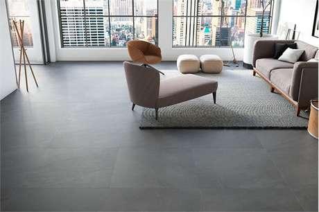70. Porcelanato cinza na sala de estar – Via: Pinterest