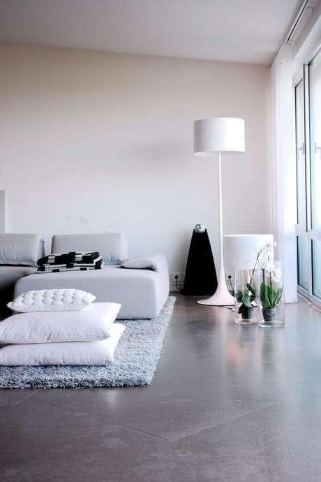 5. O porcelanato cinza ajuda a ter uma decoração moderna e linda – Via: Pinterest
