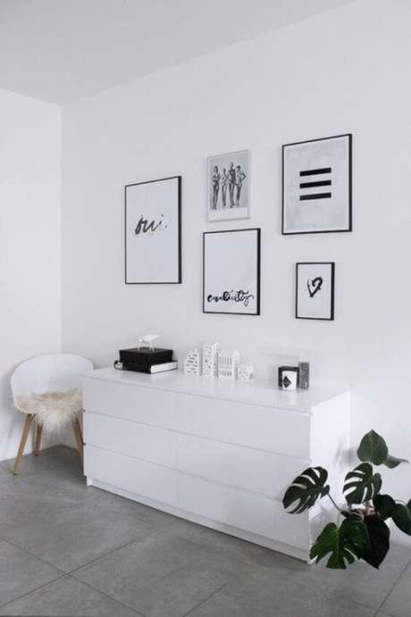 9. Porcelanato cinza com móveis brancos – Via: Habitissimo