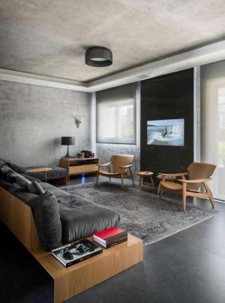 30. Porcelanato cinza escuro com móveis de madeira – Via: Pinterest