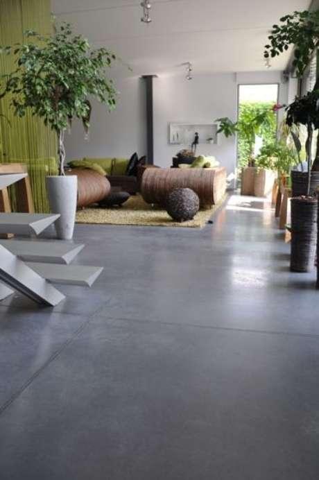 29. Porcelanato cinza escuro para sala moderna – Via: Pinterest