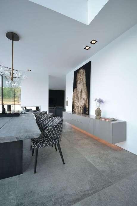 34. Sala de jantar moderna com móveis cinza – Via: Pinterest
