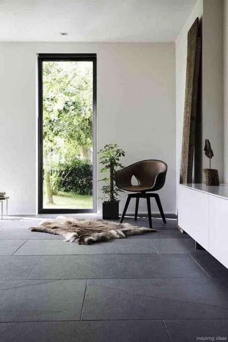 36. Escolha uma poltrona super confortável para usar na sala de estar e combianr com o porcelanato – Via: LovelyVing