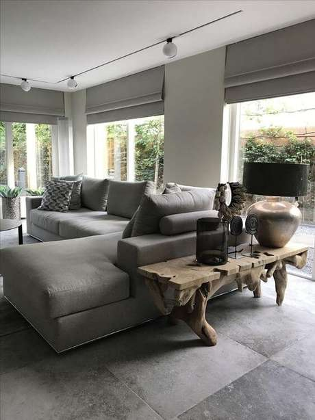 51. Porcelanato cinza para sala de estar moderna – Via: Curtains