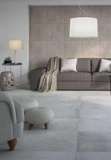 54. Porcelanato cinza para sala neutra e sofisticada – Via: Pinterest