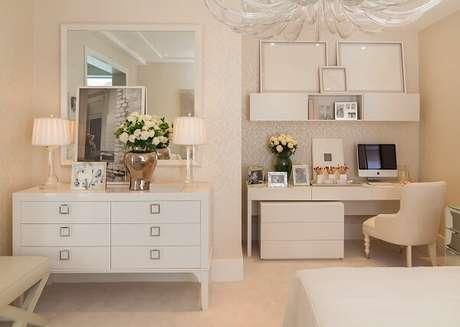 3. A parede branca permite misturar diferentes elementos decorativos em um mesmo ambiente. Fonte: Quartos Etc.