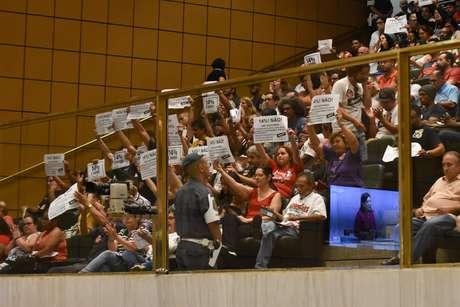 Protesto na Assembleia Legislativa de São Paulo (Alesp), no dia 19 de fevereiro; Deputados aprovaram em 2º turno o Projeto de Emenda Constitucional (PEC) da Reforma da Previdência Estadual Paulista