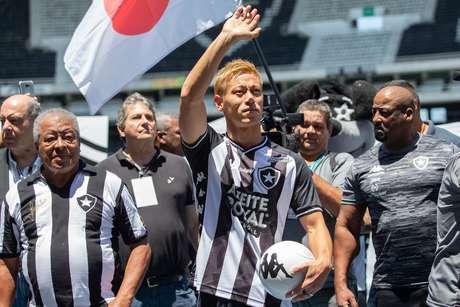 Keisuke Honda, reforço do Botafogo para 2020