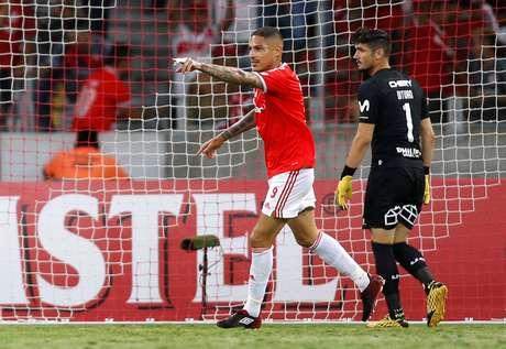 Guerrero marcou duas vezes na vitória colorada.