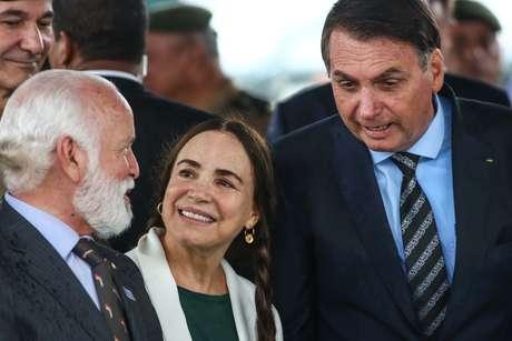 """Regina Duarte acompanha o presidente do Brasil, Jair Bolsonaro durante o """" Lançamento da Pedra Fundamental do Colégio Militar de São Paulo """""""