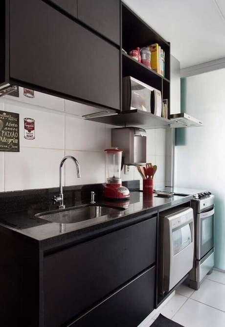 15. Decoração para cozinha compacta preta planejada – Foto: Pinterest