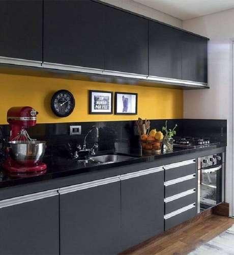 56. Decoração para cozinha preta e amarela planejada – Foto: Arquiteta Gabriela Arruda
