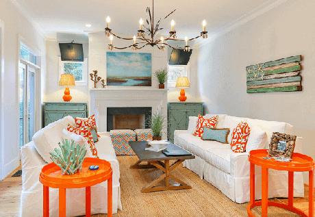53. Móveis coloridos se destacam na decoração dessa casa de praia. Fonte: The Spruce