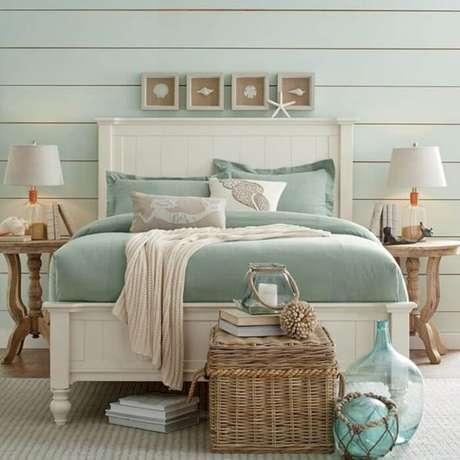 55. O colcha azul da cama remete a tonalidade do oceano. Fonte: Pinterest