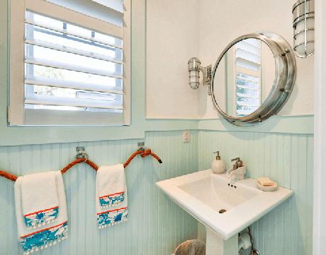 58. O suporte das toalhas recebe um acabamento especial de cordas. Fonte: Arquidicas