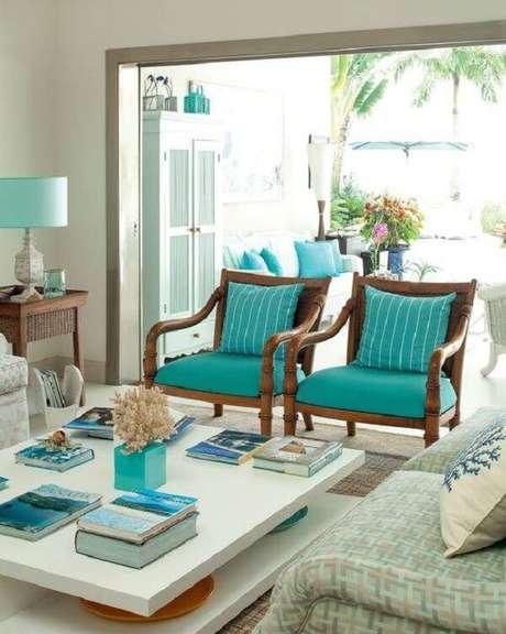 61. Os móveis da sala de estar em azul podem ser associadas com o cor do oceano. Fonte: Pinterest