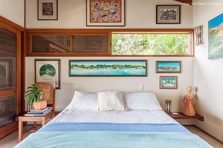 62. Os quadros decoram com delicadeza o quarto de casal da casa de praia. Fonte: Histórias de Casa