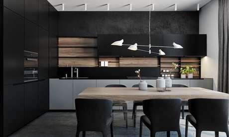 80. Mesa de madeira e pendente arrojado para decoração de cozinha preta planejada moderna – Foto: Behance