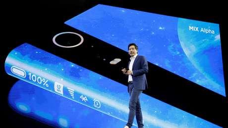 """O Mi Mix Alpha, da Xiaomi, já foi apelidado de """"celular de tela infinita"""""""
