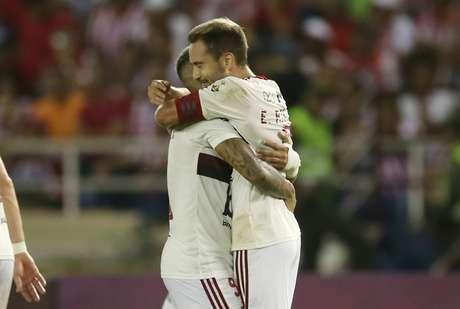 Éverton Ribeiro marcou os gols do Fla.